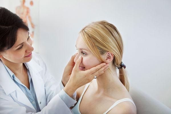 Rinoplastia para corregir una desviación en el tabique nasal