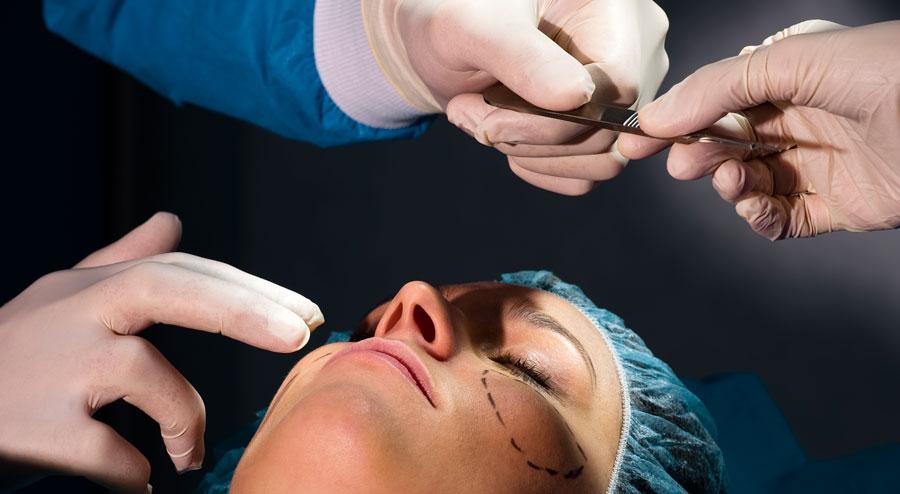 Cirugía facial en pacientes transgénero